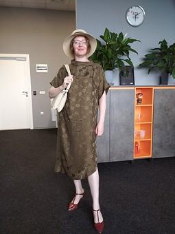 Работа с названием Платье из чистого шелка