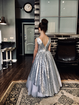 Работа с названием Платье на выпускной которого не было