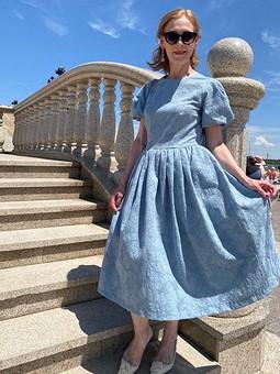 Работа с названием Платье с пышными рукавами