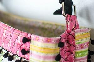 Простая пэчворк-сумка с тесьмой с помпонами: мастер-класс