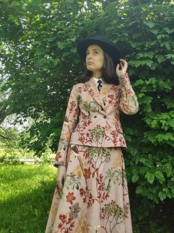 Работа с названием Всесезонный костюм: жакет и юбка