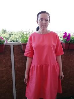 Работа с названием Платье кораллового цвета