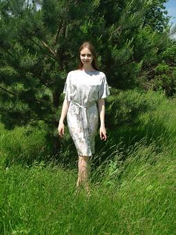 Работа с названием Платье из шелкового атласа