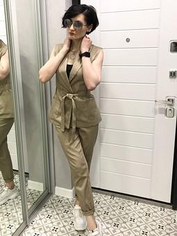 Работа с названием Жилет и брюки