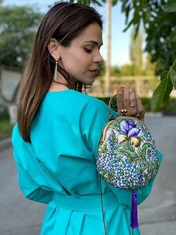 Работа с названием Бирюзовое платье-кимоно