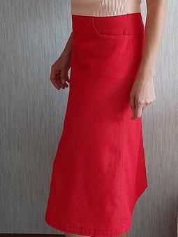 Работа с названием Моя третья красная юбка