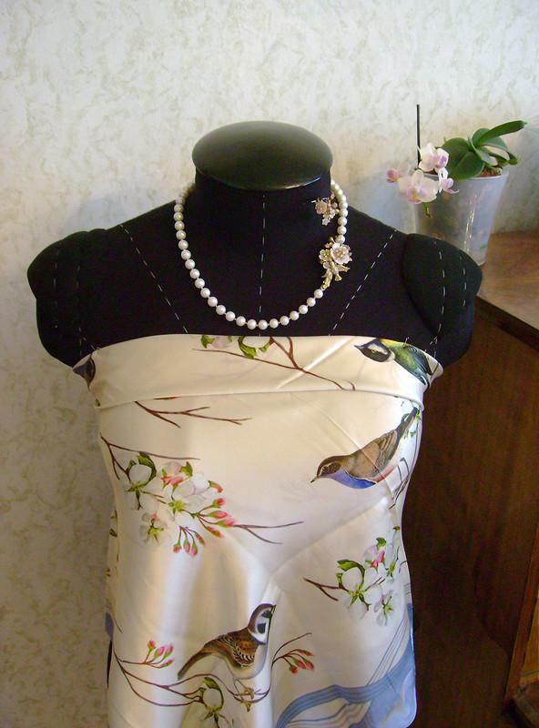 Жемчужное ожерелье скамеей длямамы
