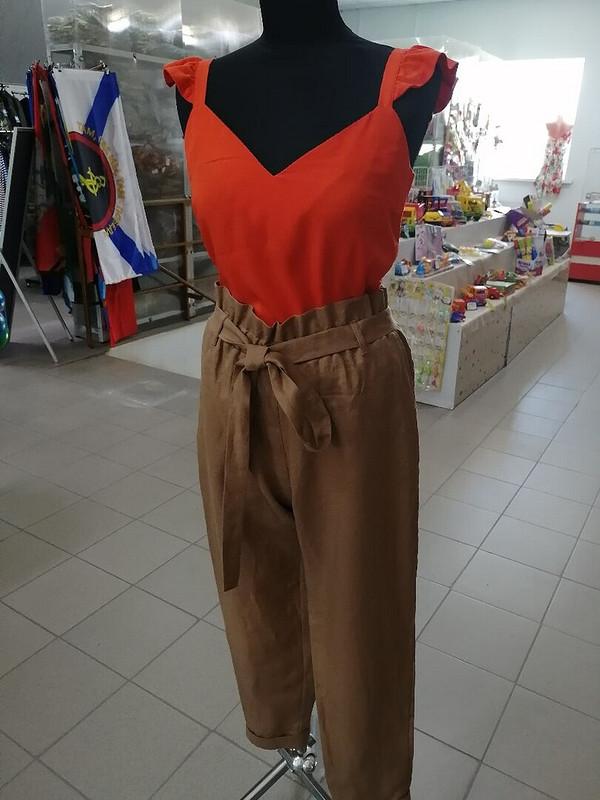 Льняные брюки цвета корицы итоп цвета оранж