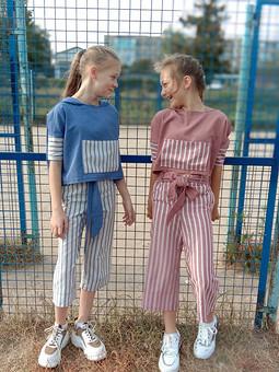 Работа с названием Пуловер и брюки для подружек