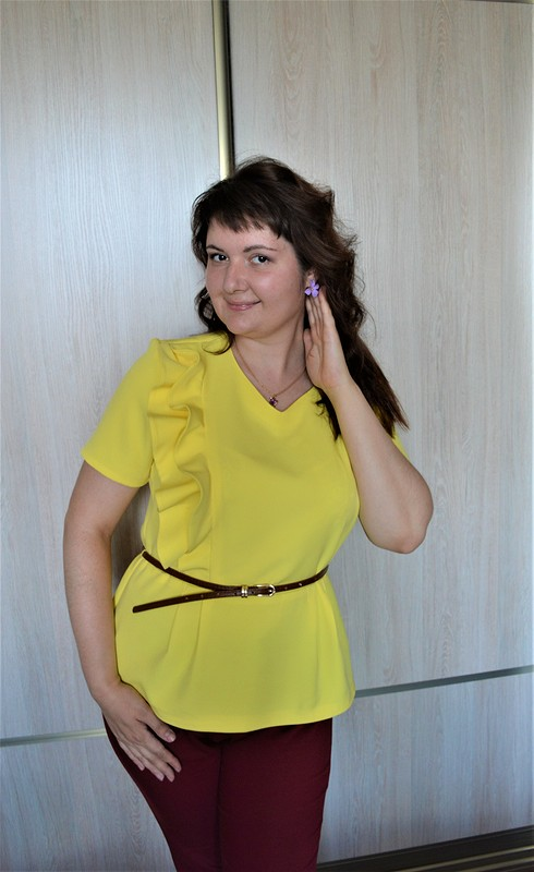Блузка сбаской всочном цвете