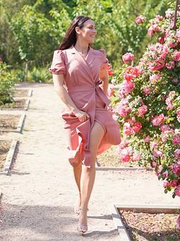Работа с названием Платье и розы!