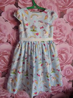 Работа с названием Платье с радугой