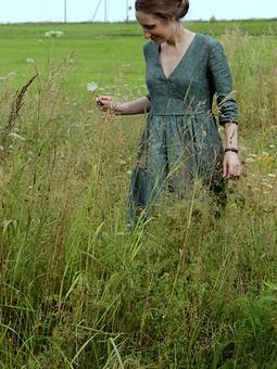 Работа с названием Изумрудное льняное платье