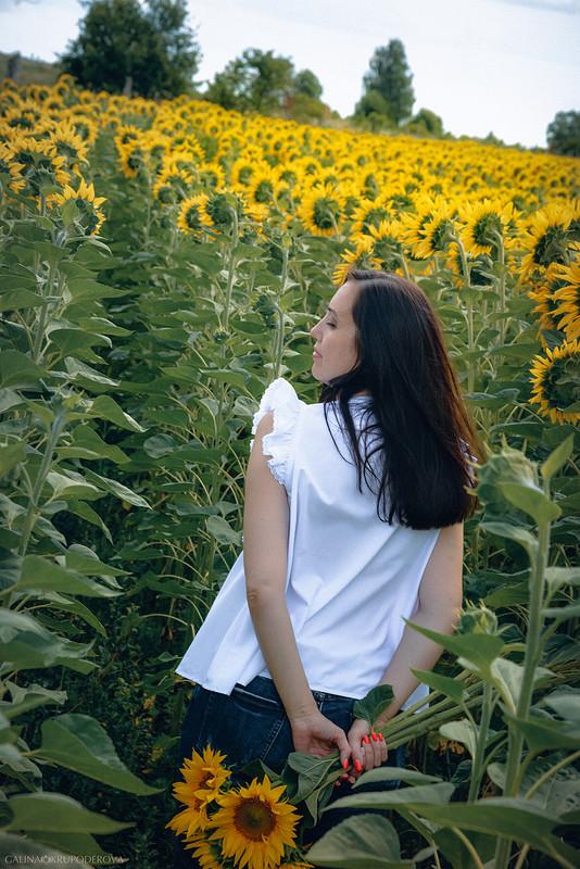 Белая блузка скрылышками