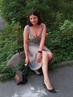 Работа с названием Элегантный серый: топ и юбка