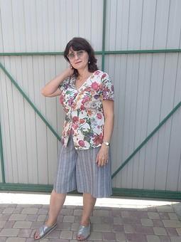 Работа с названием Блуза с цветами