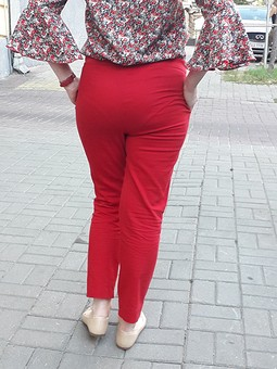 Работа с названием Любимые красные брюки