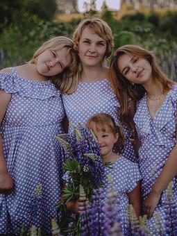 Работа с названием День семьи, любви и верности с Евгенией и платьями в горошек