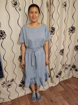 Работа с названием Платье с круглым вырезом горловины