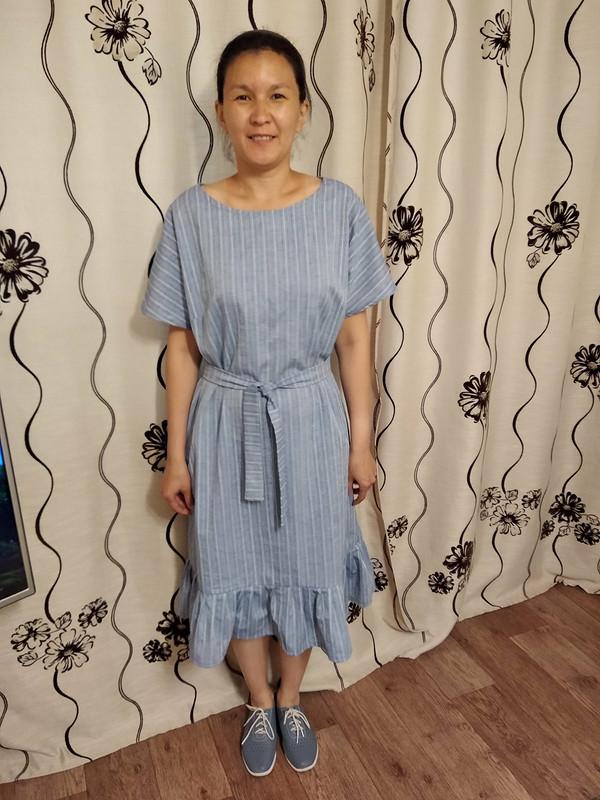 Платье скруглым вырезом горловины