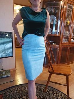 Работа с названием Прямая юбка в горошек