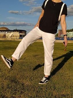 Работа с названием Белые джинсы
