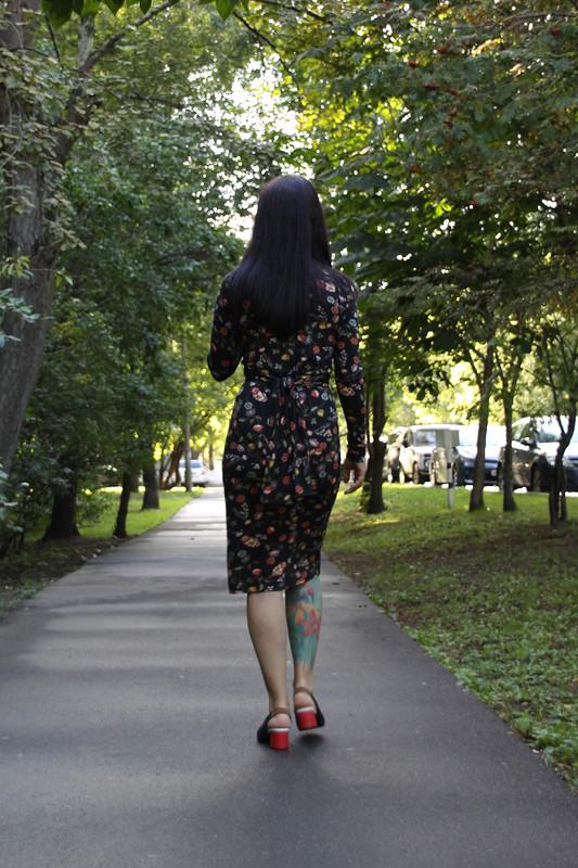 Платье сузлом