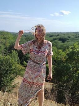 Работа с названием Платье-футболка индейской женщины