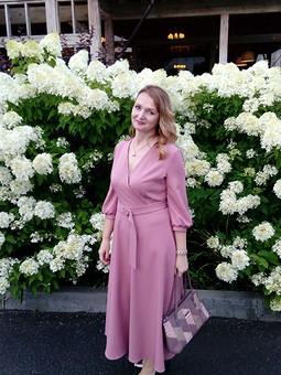 Работа с названием Мое розовое платье