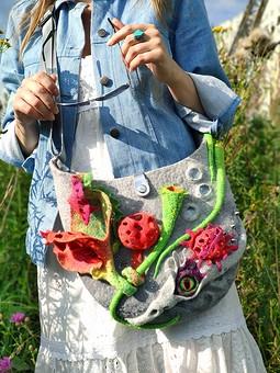 Работа с названием Куртка-джинсовка и безумные цветы