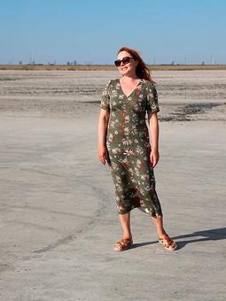 Работа с названием Платье с хризантемами