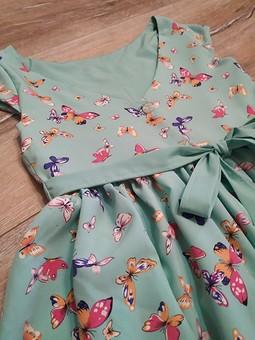Работа с названием Платье с бабочками