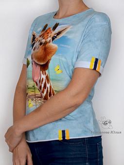 Работа с названием Футболка с жирафом