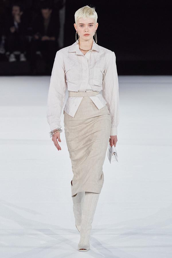 Вещь дня: юбка-карандаш снеобычным поясом отJacquemus