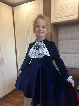 Работа с названием Детское бархатное платье