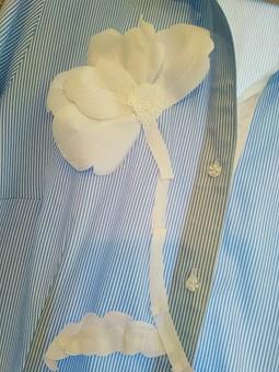Работа с названием Рубашка с цветком