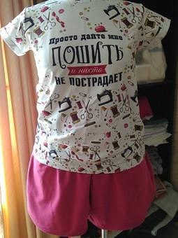 Работа с названием Домашний костюм швеи: футболка и шорты