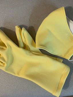 Работа с названием Наборчик на злобу дня: маска и перчатки