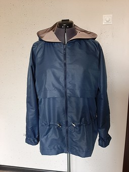 Работа с названием Куртка, она же ветровка