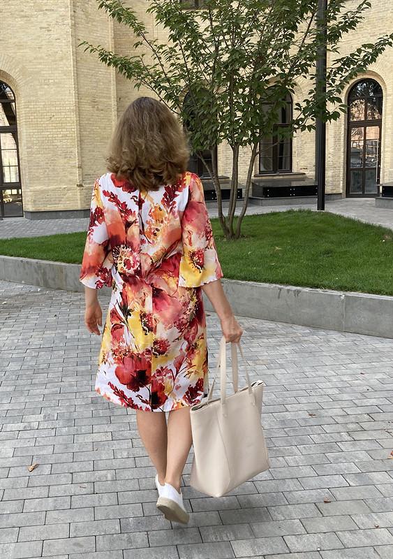 Яркое платье от eshcherba