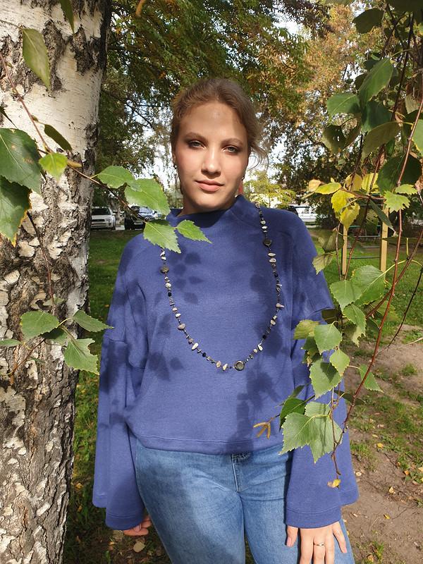 Теплый пуловер своротником иширокими рукавами от Nstjur