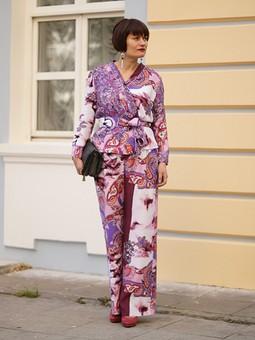 Работа с названием Брючный костюм в пижамном стиле