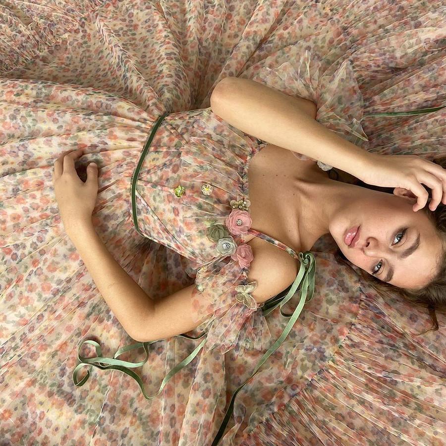 Как девочка избедной семьи изКосово исполнила свою мечту: швейный instagram недели