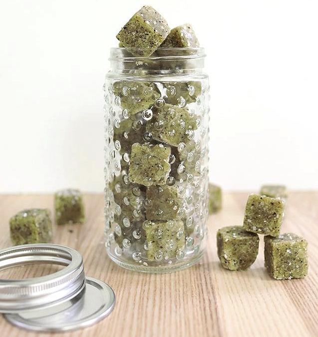 Рецепты красоты: сахарные скраб-кубики сзеленым чаем матча