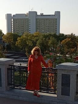 Работа с названием В поисках своего красного платья!
