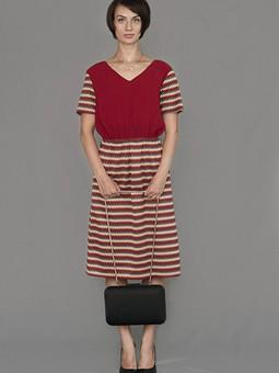 Работа с названием Случайное платье