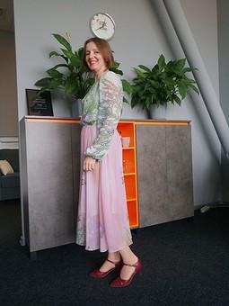 Работа с названием Этой осенью я буду носить платья...