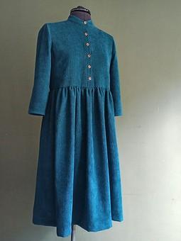 Работа с названием Теплое платье из вельвета