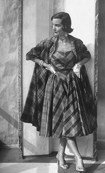 Осенняя клетка встиле ретро: жакеты, юбки, пальто иплатья из40-х и50-х
