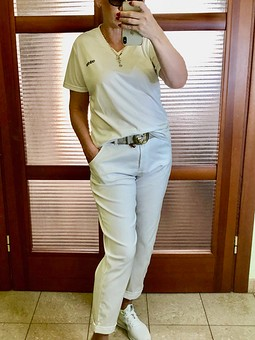 Работа с названием Белые брюки
